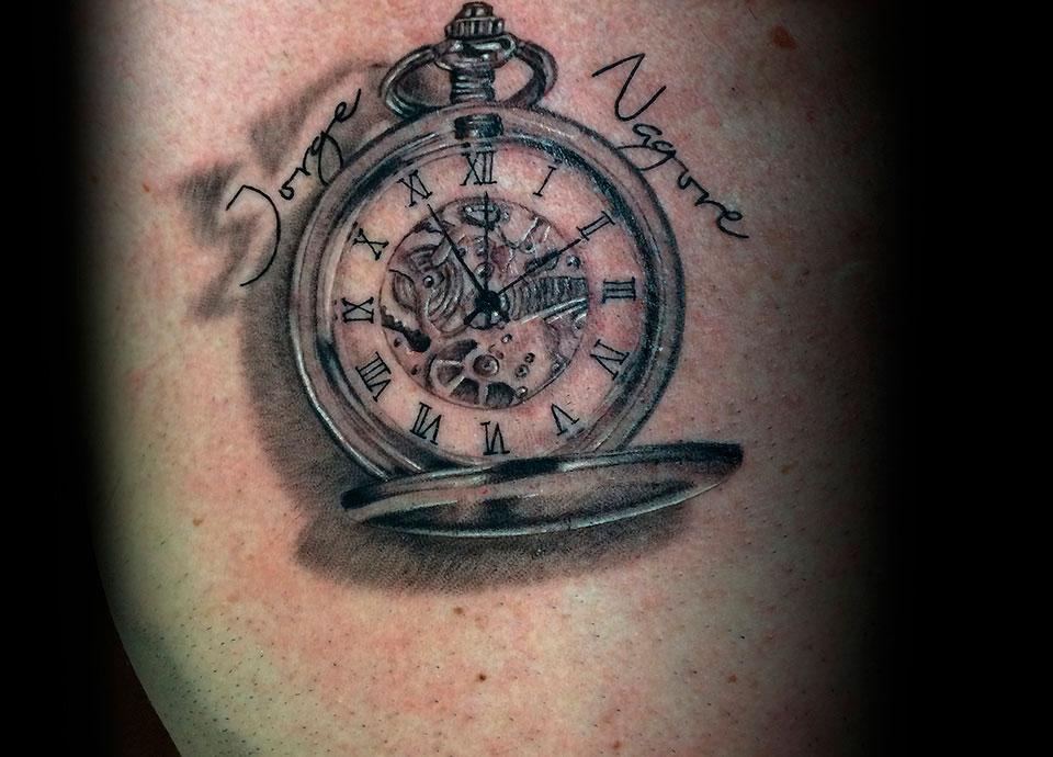 tatuaje-realista-reloj-de-la-rocha-cartagena