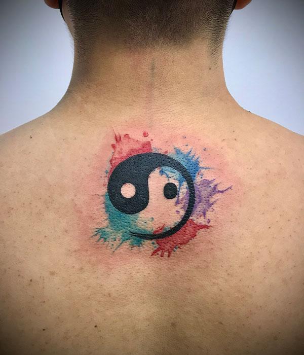 Tatuaje jin jan con acuarela color en estudio en Cartagena, Murcia